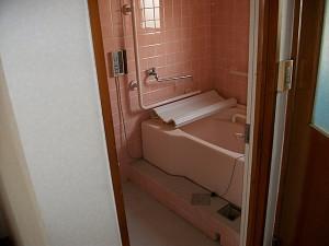 お風呂や水廻りもレトロ感がある。