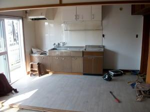 かなり古いアパートのリフォーム。キッチン・リビング部分