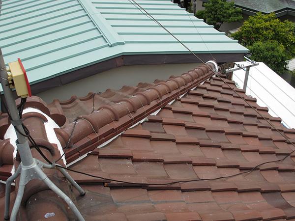 瓦屋根の修繕。漆喰の打ち直し